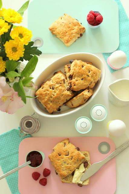 Pastelliges Frühstück + Schokoladenbrötchen Rezept