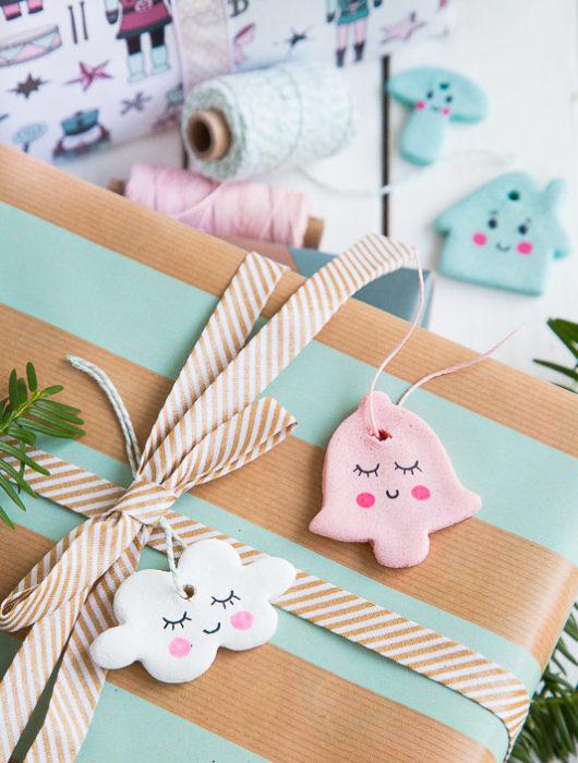 Anhänger für Weihnachtsbaum und Geschenke aus Salzteig selber machen