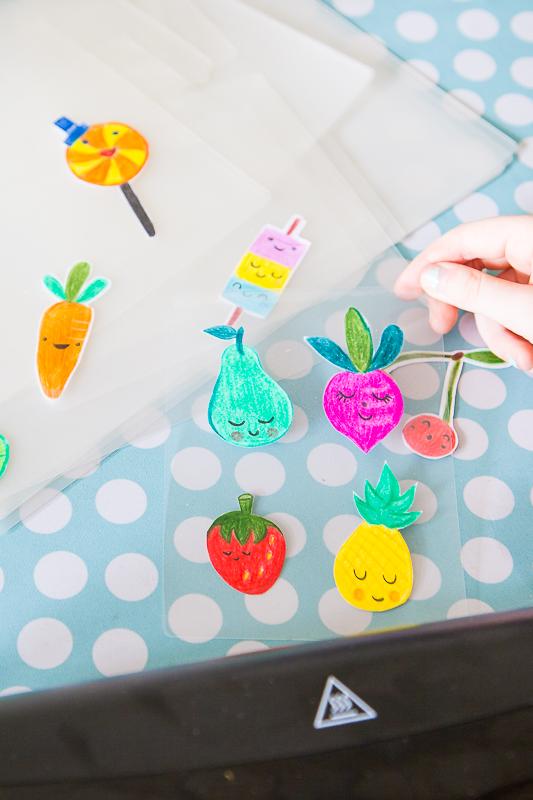 Bunte Pins selber machen - basteln mit Kindern