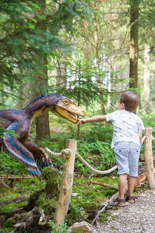 Mini Dino-Welt im Koffer für Unterwegs