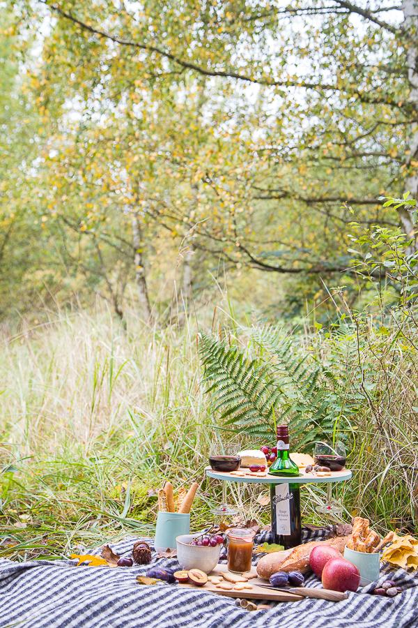 Idee für's Herbstpicknick - praktischer Mini-Tisch zum Selberbauen