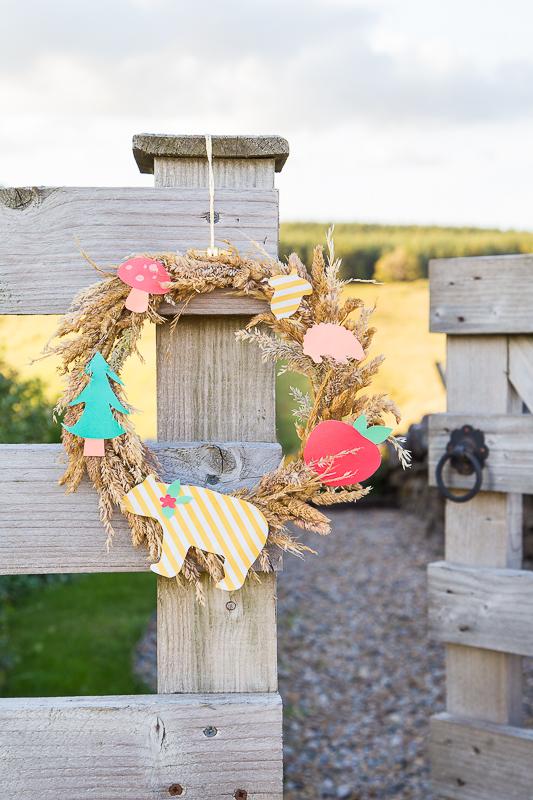Einen Herbstkranz im skandinavischen Stil selbst gestalten