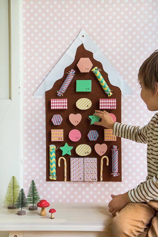 Ein märchenhafter Adventskalender als Lebkuchenhaus