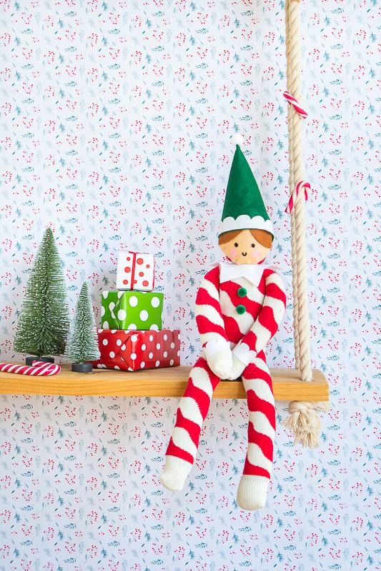 Einen Weihnachtself aus Socken selbermachen