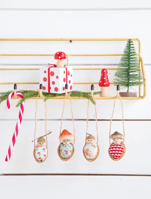 Süße Walnussbettchen als Baumschmuck zu Weihnachten