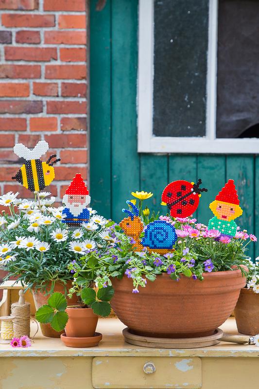 Sommerspaß mit Bügelperlen - Pflanzenstecker für den Blumentopf